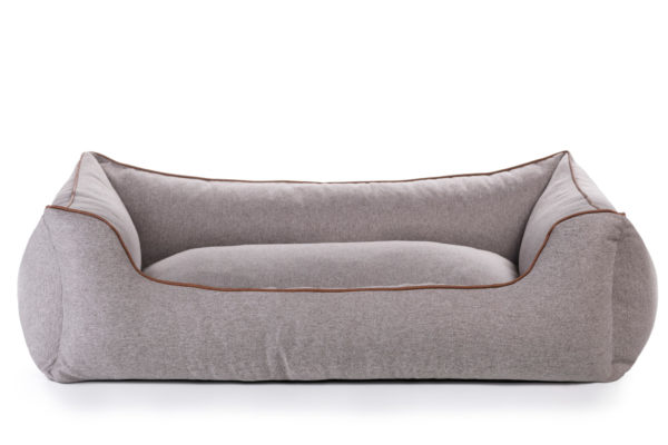 Peaceful Piping Chaise